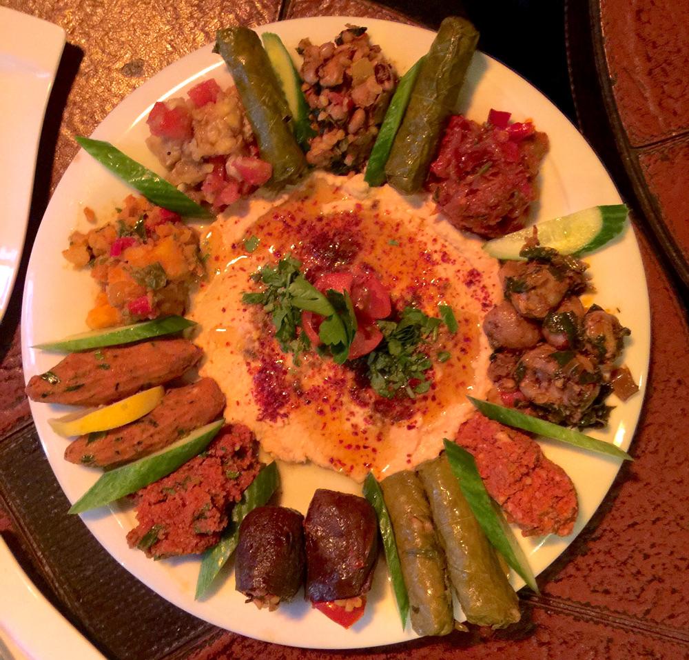 Veganer Mezze-Teller im Restaurant Babel, Beyoğlu