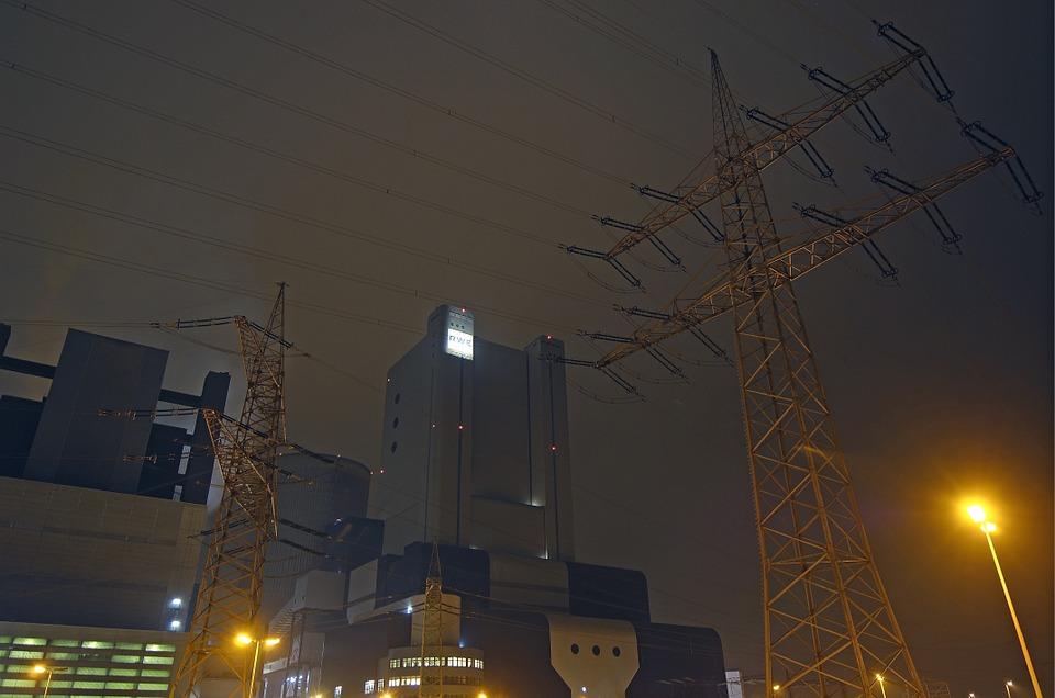 Ein Foto eines Elektrizitätswerks.
