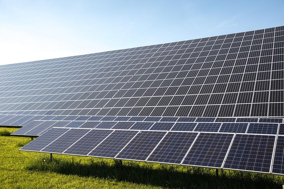Quellle: https://pixabay.com/de/solarzellen-strom-photovoltaik-491703/