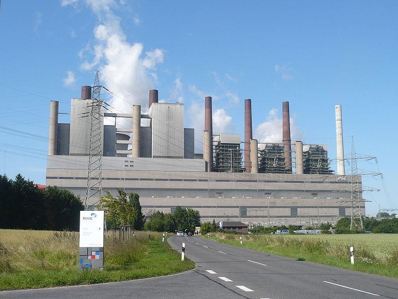 Das Kraftwerk Neurath, größtest Kohlekraftwerk Deutschlands (Foto: Tetris L, Lizenz: CC BY-SA 3.0)